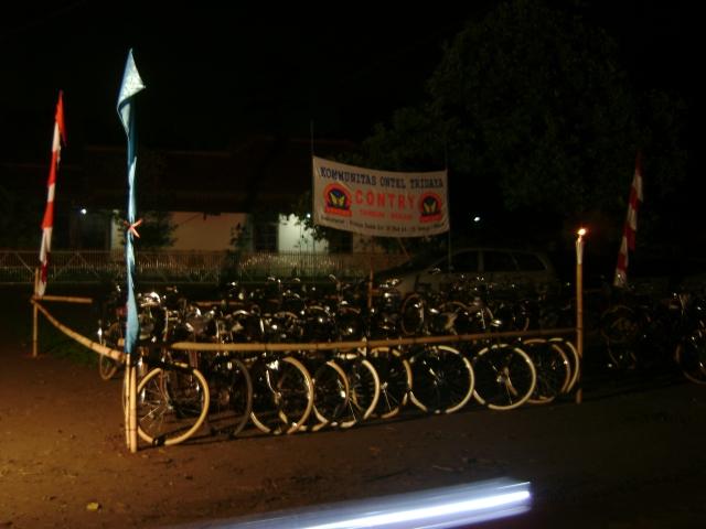 Sepeda tua yang dipakai Ontelis Contry