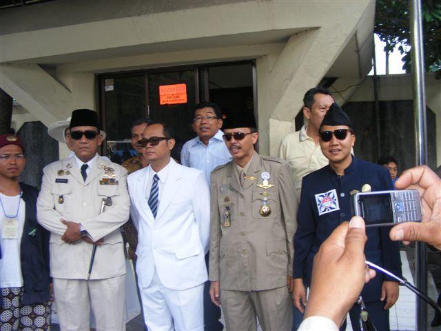 Replika Sukarno-Hatta dan Pendiri KOSTI