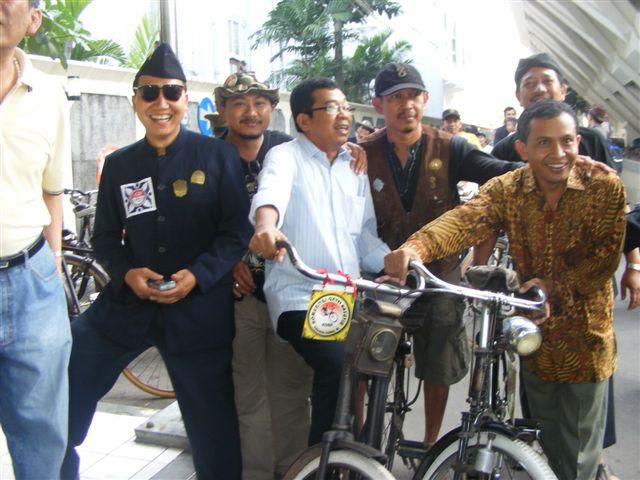 Ontelis bersama Wakil Presiden Republik Mimpi & Amin Rais