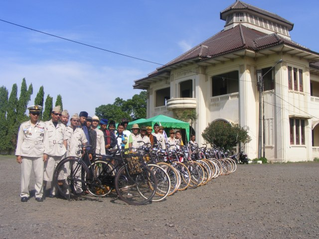 Gedung Juang 45 With Community Contry