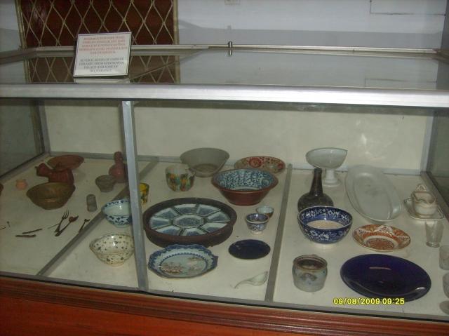 Peninggalan Sejarah alat Boga terbuat dari Keramik & Perunggu