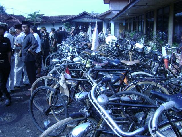 Sepeda Tua yang banyak digemari oleh Ontelis, sebagai sarana mengingat sejarah dan forum silaturahmi ontelis nusantara.